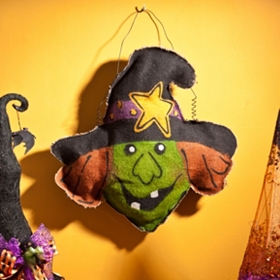 Cackling Witch Hanging Wall Decor